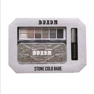 ⭐️2/$46 Buxom Stone Cold Babe